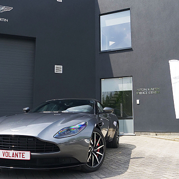 003_DB11_Volante_-_Voor_close.jpg